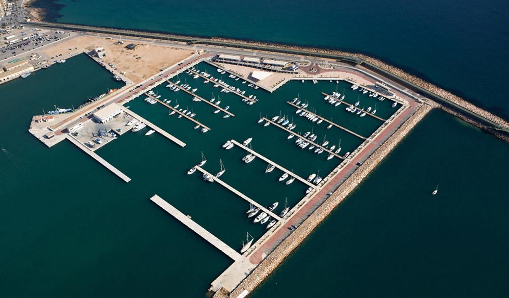 1) Puerto deportivo Marina Salinas.