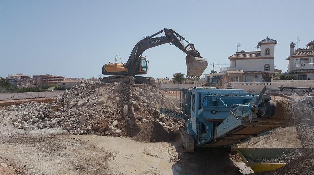 Demolición depósitos de agua Barranco Torreblanca